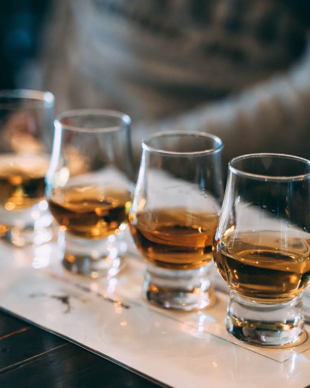 whisky-tasting-L9PVMEB
